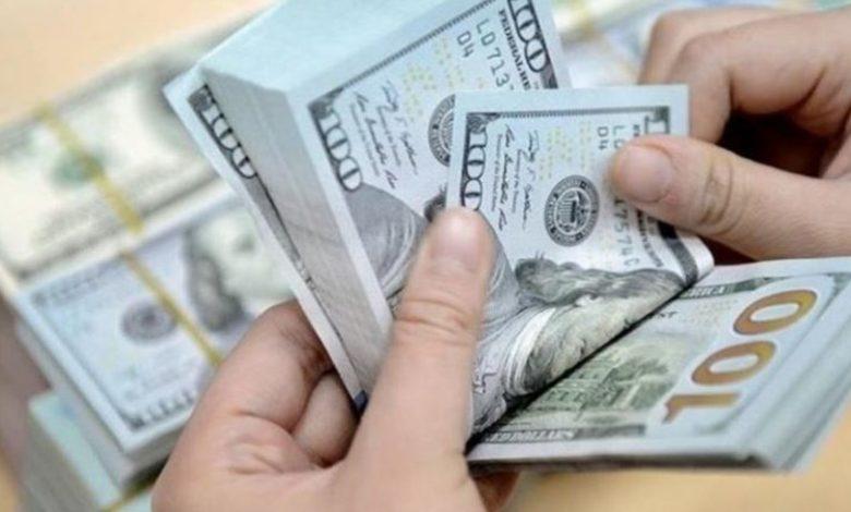 كيف افتتح سعر الدولار في السوق السوداء الأحد؟